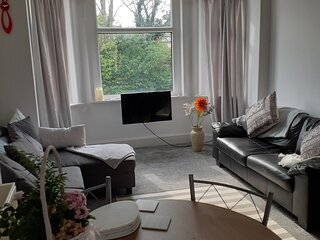 Bay Breeze - Beautiful Relaxing Coastal Apartment