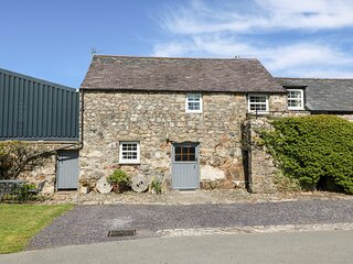 STABLE 2, family friendly, country holiday cottage, with a garden in