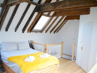 Spacious newly refurbished apartment - central but quiet location