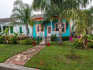 Ocean Blue Getaway- Charming Home 6 Blocks from the Beach
