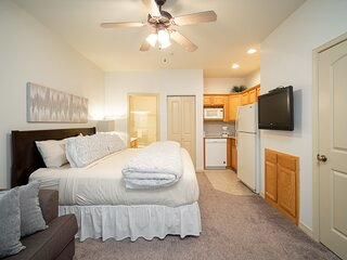 King Bed Golf Suite with Kitchenette