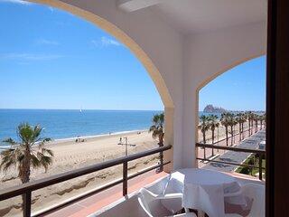 Primera Línea de Playa Frontal Mar y Castillo Pkng WiFi A/A,3ª planta Peñíscola