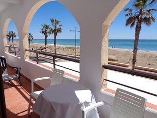 Primera Línea de Playa Frontal Mar y Castillo Pkng WiFi A/A,1ª planta Peñíscola