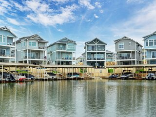 Family Tides - Lakeside Home with Private Pool, Boat Lift & Ramp to Lake LBJ