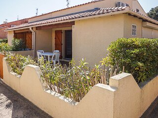 Amazing home in Gruissan with Outdoor swimming pool, WiFi and 1 Bedrooms (FLA237