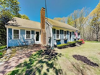 Cape Cottage | 7-Minute Walk to Private Beach | AC, Deck & Outdoor Shower