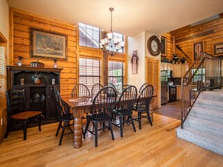 Kat's Kozy Kabin - Walk-in Family Cabin with Game Loft and Fireplace