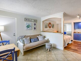 Centrally Located Beach Bargain! ~ Pool, Ping Pong, WiFi/Cable, On-Site Laundry