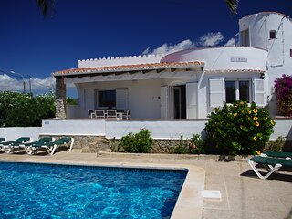 Beautiful Villa, Private Pool, AC in 3 bedrooms, BBQ, Pizza Oven & Roof Terrace