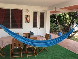 Appt avec chambres climatisées, jardin, terrasse, garage à 100m de la plage