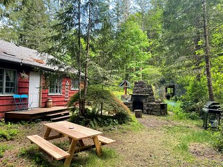 Springbrook Cabin - surrounded by nature in the foothills of Mt Hood