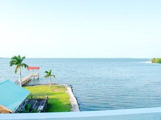 See Belize Sea View SUNROOM Suite w INFINITY POOL, Overwater Deck & Roof Terrace