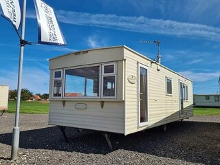 Superb 6 berth caravan at The Chase Caravan Park in Skegness ref 67008F