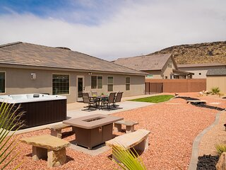 Stunning Oasis Home In Hurricane with Hot Tub and Private Casita