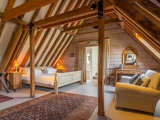 Large luxury loft in historic country estate - Belchamp Hall Hayloft