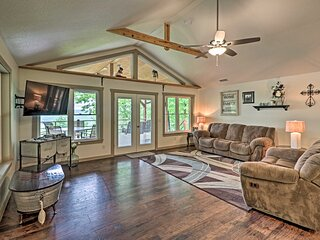 NEW! Elegant Mountain View Cabin w/ Large Deck!