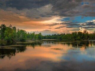 08-9 Lake Winnipesaukee (max 8) 5 min walk to Bay- FREE BIKES KAYAKS WOOD & WIFI
