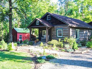 The Bent Branch Lodge - Historic Virginia Log Cabin, Coy Pond & Babbling Brook