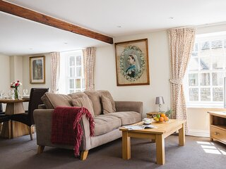Queens Cottage at Sudeley Castle - A bright and spacious holiday home that has b