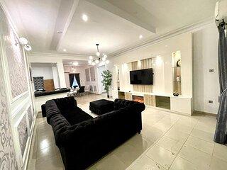 Luxurious 3 Bedroom with Top Tier Amenities