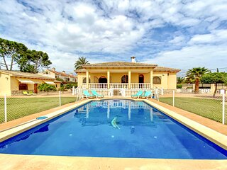 Awesome home in Sant Joan d'Alacant with Outdoor swimming pool, WiFi and 6 Bedro