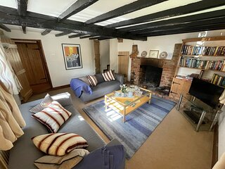 Cosy 400 year old Grade II listed cottage in the garden of England