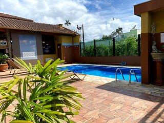 suite localizada a 180 metros da praia da lagoinha, trilha das sete praias