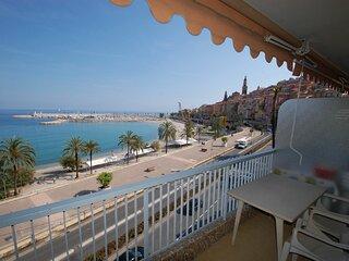 Face mer avec terrasse proche plages