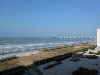st gilles croix de vie - accès direct à la grande plage - face à la mer