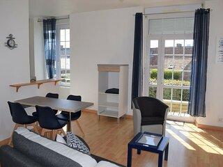Appartement renove avec terrasse et jardin a 800m plages et centre de TREGASTEL