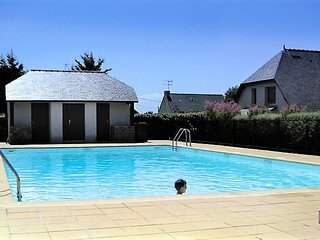 BATZ SUR MER ! Charmante location avec piscine, tennis et à deux pas de la mer.