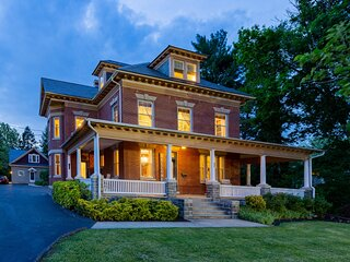 The 1912 Craftsman On Main ~ Amish Country~Balcony