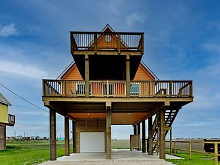 Brand-New Home on Swan Lake | Water-View Deck | Walk 5 Minutes to Beach