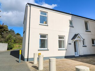 SEAVIEW, end-terrace, with sea views, parking, shared tennis court, in