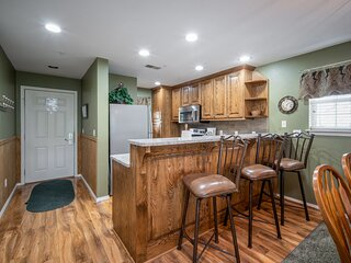 3 Bedroom, 3 Bathroom Walk-in Golf Condo with King Beds, Sunroom, and Dining Are