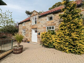 ST HILDA'S COTTAGE, luxury cottage, private hot tub, a mile from the coast in