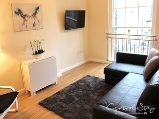 The Penthouse Gathering Wrexham - Town Centre - Sleeps Up To 16