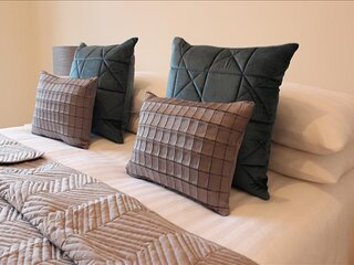 The Eisteddfod - Berwyn House - Central Wrexham - Sleeps Up To 5
