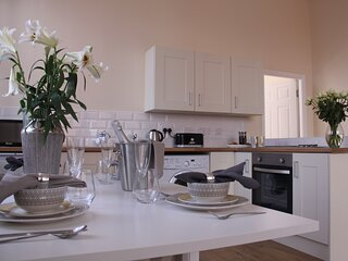 The Manchester * St Petersgate - Sleeps up to 7, close to train station & very c