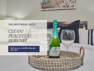 ★Driftwood Suite★   Stylish Getaway Near Airport