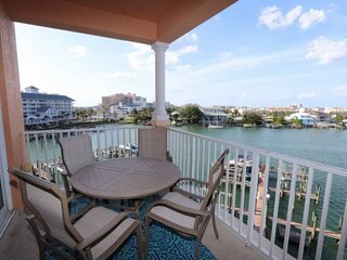 UPDATED! Waterfront w/Spacious Balcony, Wi-Fi & Cable, Pool, W/D, Parking ~ 506