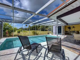 Newly Listed Large Pool Home, WiFi/Cable, One Level, Dog with Prior Approval, Qu