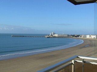 Appartement  2 chambres Face a la grande plage avec une vue superbe.