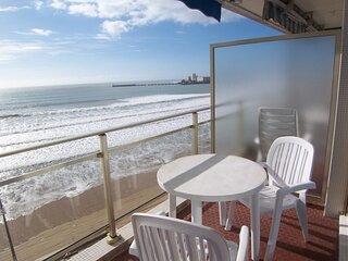 Studio avec une merveilleuse vue sur la mer.
