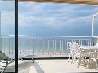 Appartement face a la plage avec grande terrasse et garage