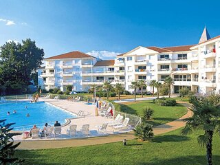 Appartement dans une residence avec piscine et proche de la plage
