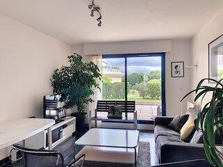 Appartement en centre ville avec terrasse et parking
