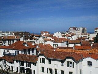 Izarra-Appartement moderne en centre a 400m de la plage