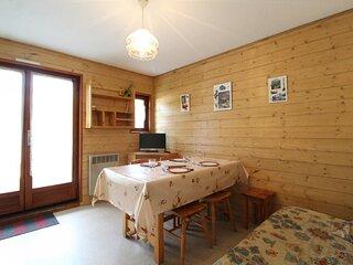 CHC124 : Appartement 4  personnes dans le village de Lanslevillard
