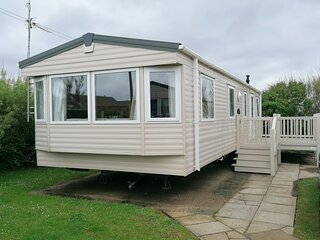 Lovely caravan for hire with decking at Skipsea Sands in Yorkshire ref 41138SF